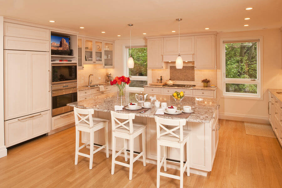 White Custom cabinets in a remodeled kitchen - Teknika